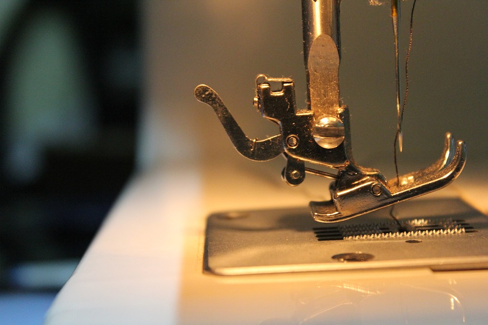 https://pixabay.com/photos/sewing-machine-hobby-sewing-needle-1792510/