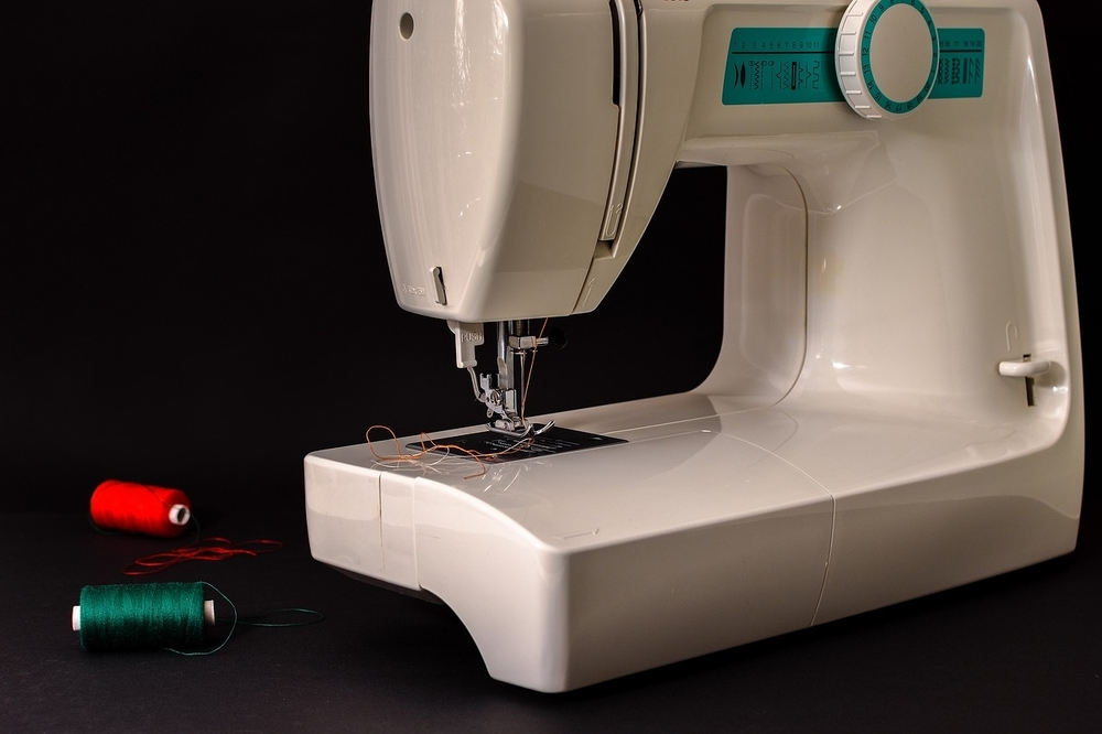 sewing machine with thread on the table